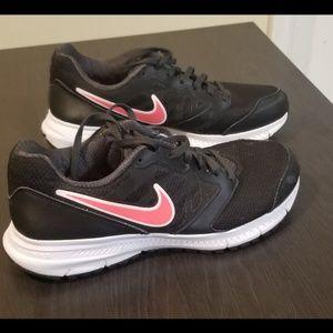 EUC Nike Downshifter 6 Black/Melon, Size 7.5